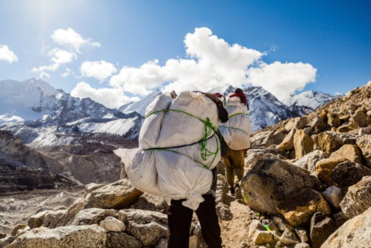 シェルパ族とは?食事・民族衣装は?ヒマラヤ登山に欠かせない存在!