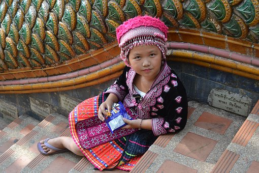 モン族とは?民族衣装や刺繍が有名で日本人似?言語/結婚など特徴もご紹介